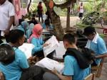 Belajar membatik di desa sekitar Candi Prambanan