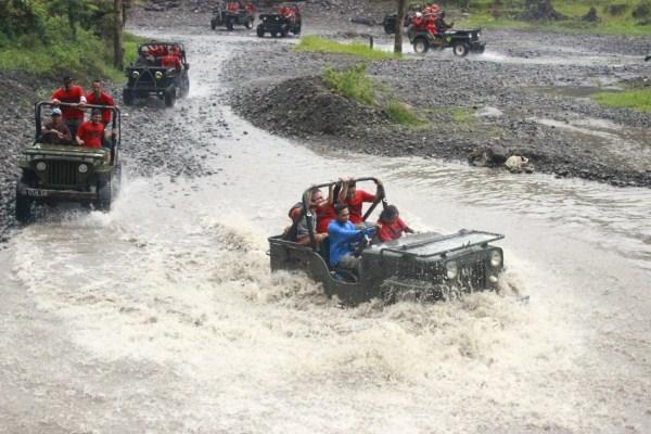 Wisata Air dengan jeep di Merapi Lava tour