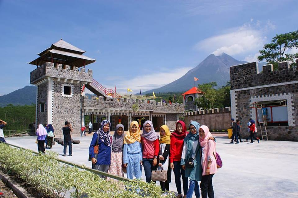 the lost world castel merapi lava tour