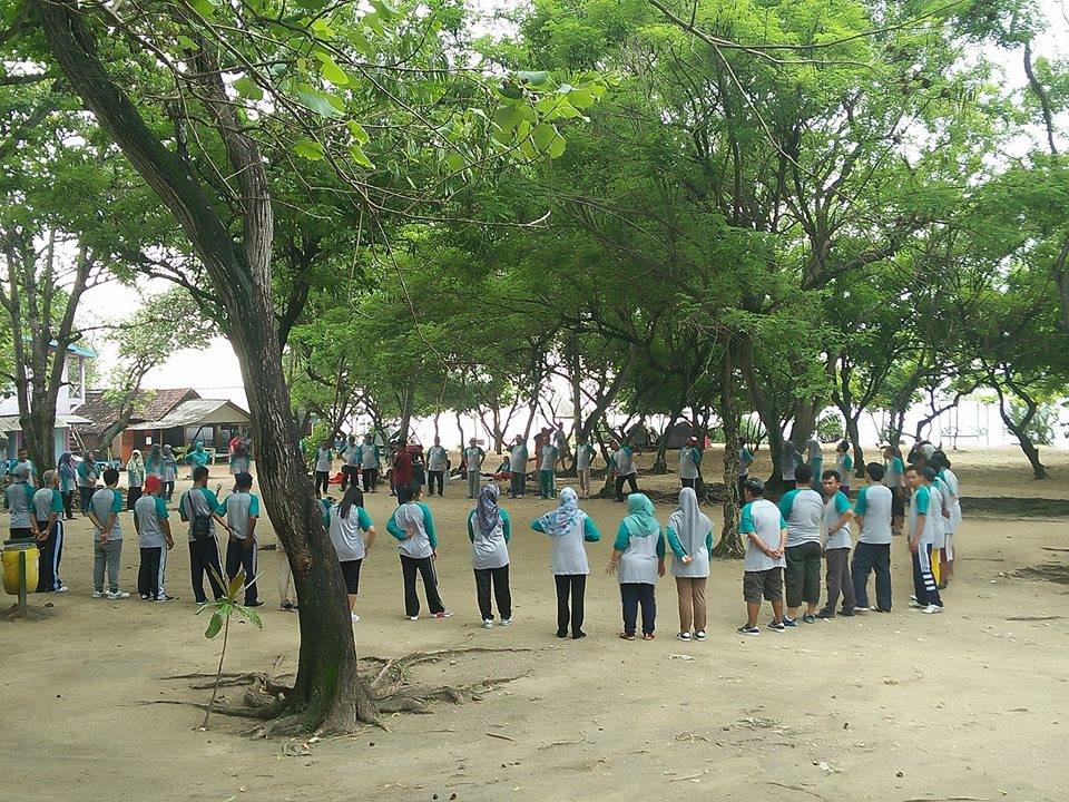 capasity building outbound di pantai