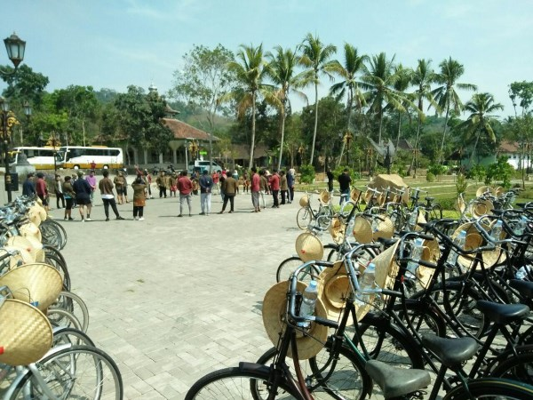 amazing race outbound di borobudur