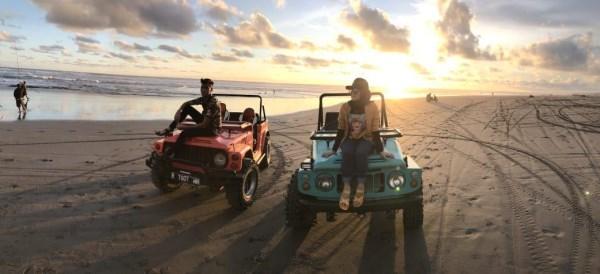 Paket Wisata Sunset Jeep Taman Gumuk Pasir Pantai Parangtritis.