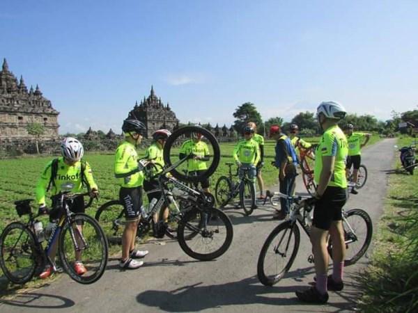 Pemandu Tour Sepeda Di Jogja Termasuk Marshal dan Loading